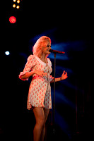 Pixie Lott singing in Derry-2